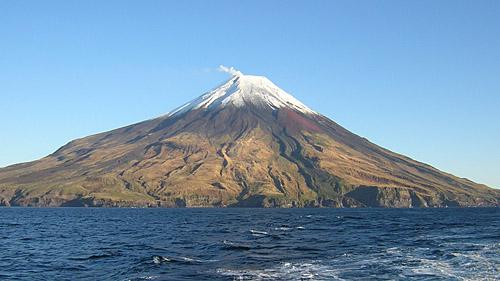 Вулкан Сарычева с воды