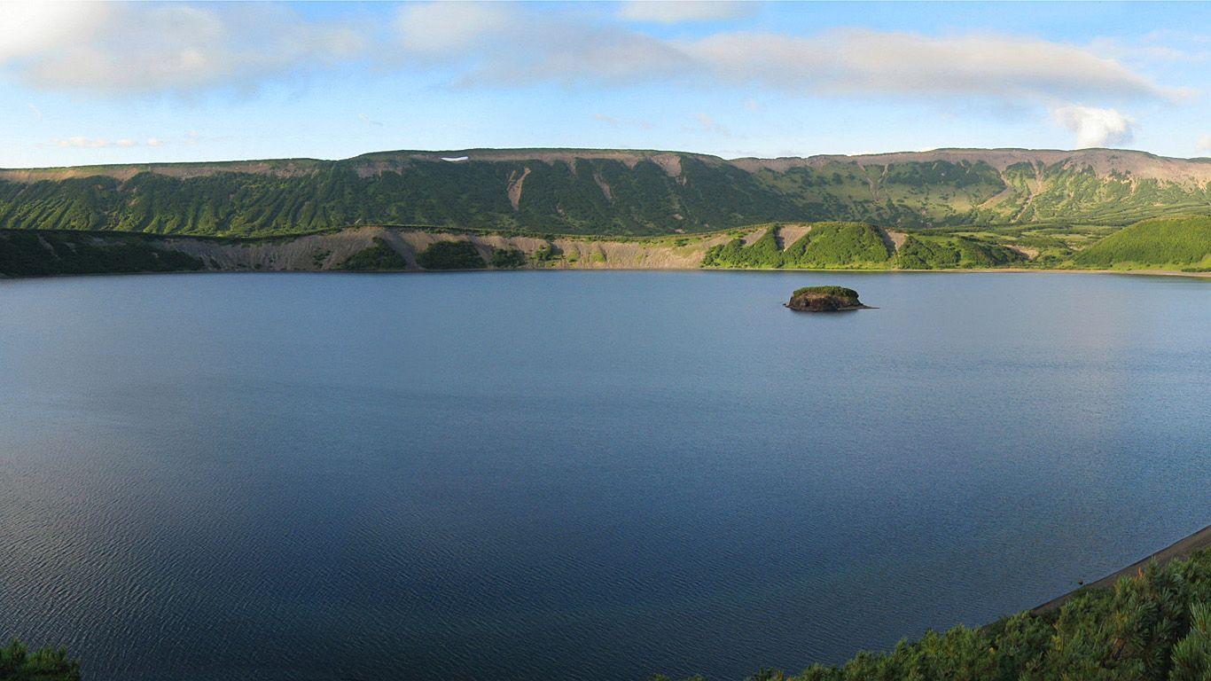 Озеро.Вулкан Узон