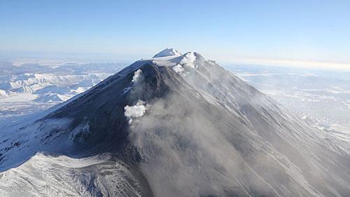 Вулкан Жупановский проснулся