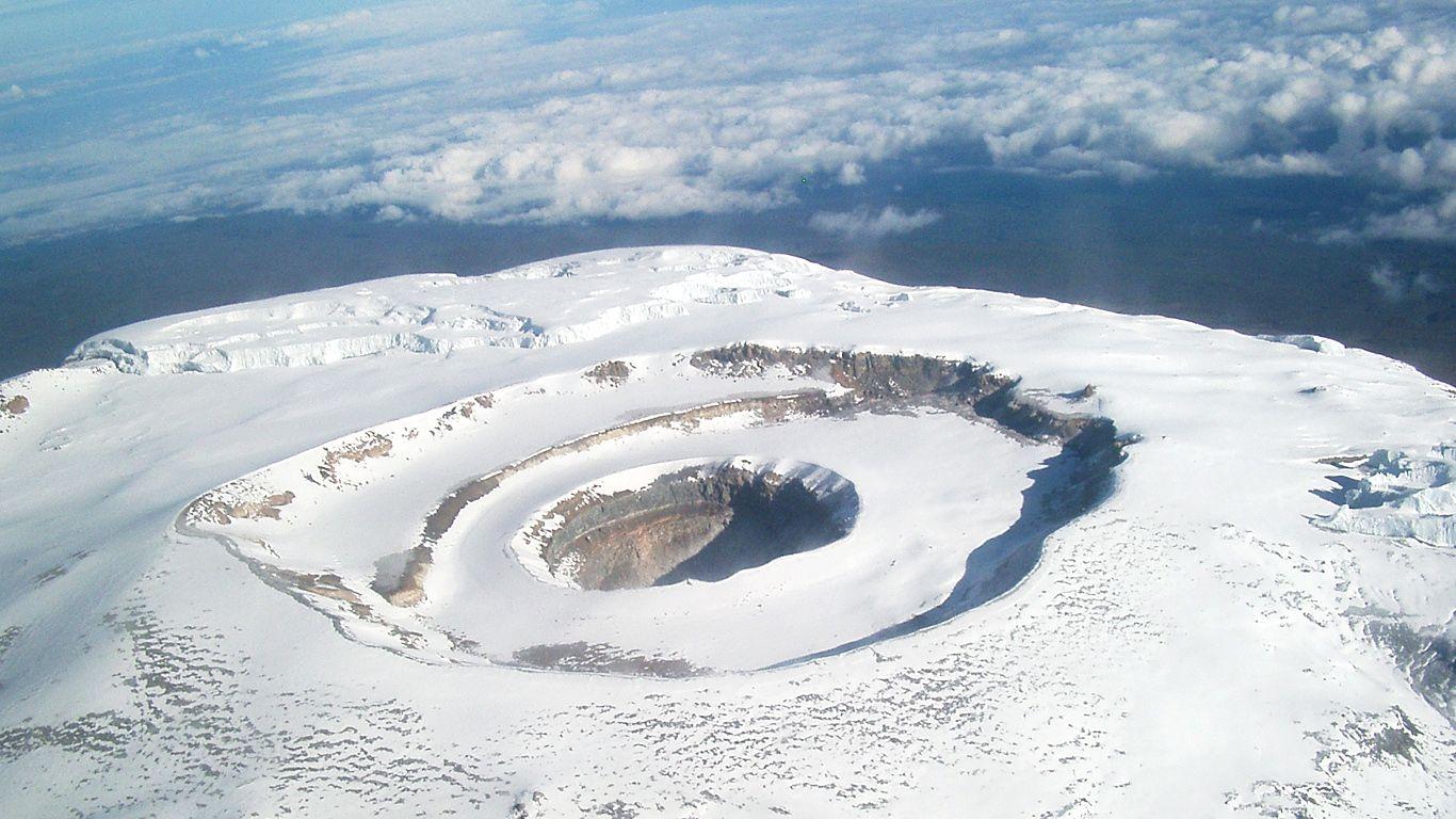 Вулкан Килиманджаро с высоты