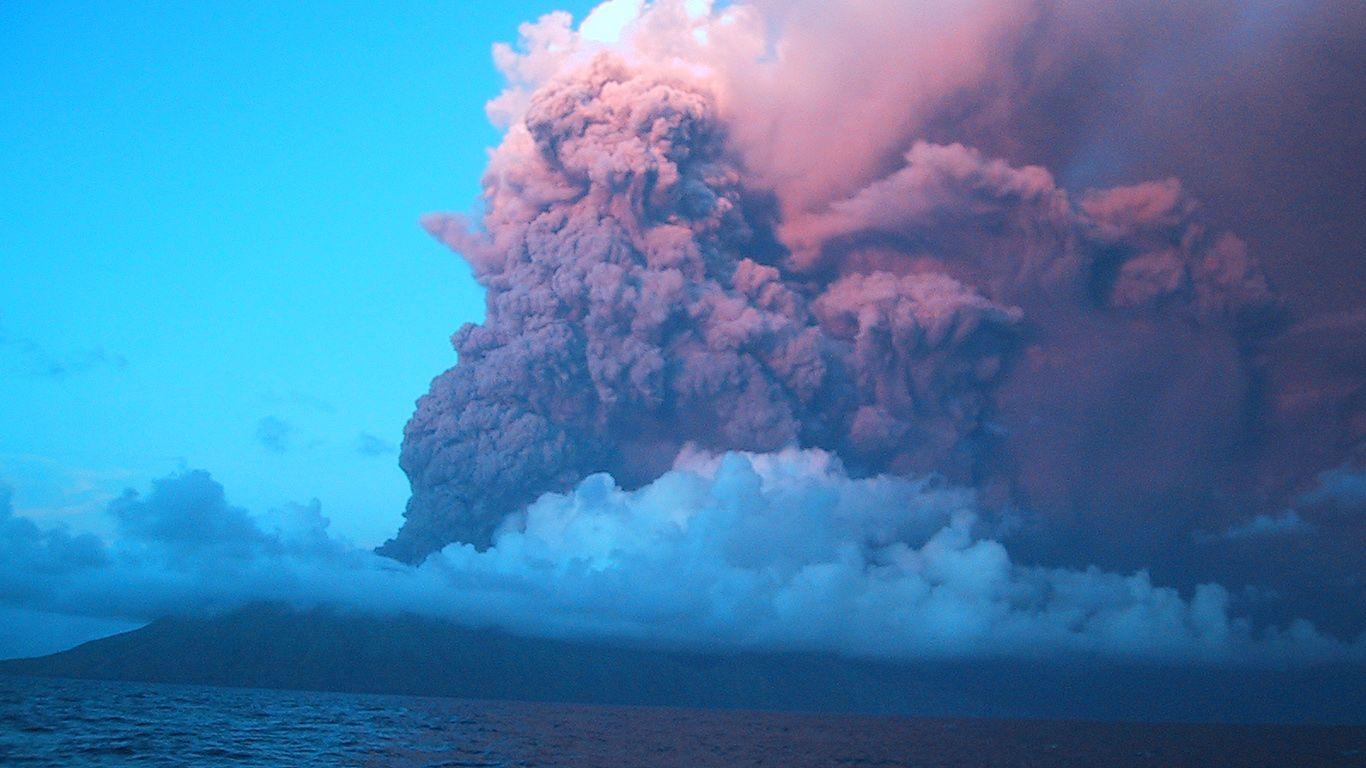 Извержение в 2003 году.Вулкан Анатахан