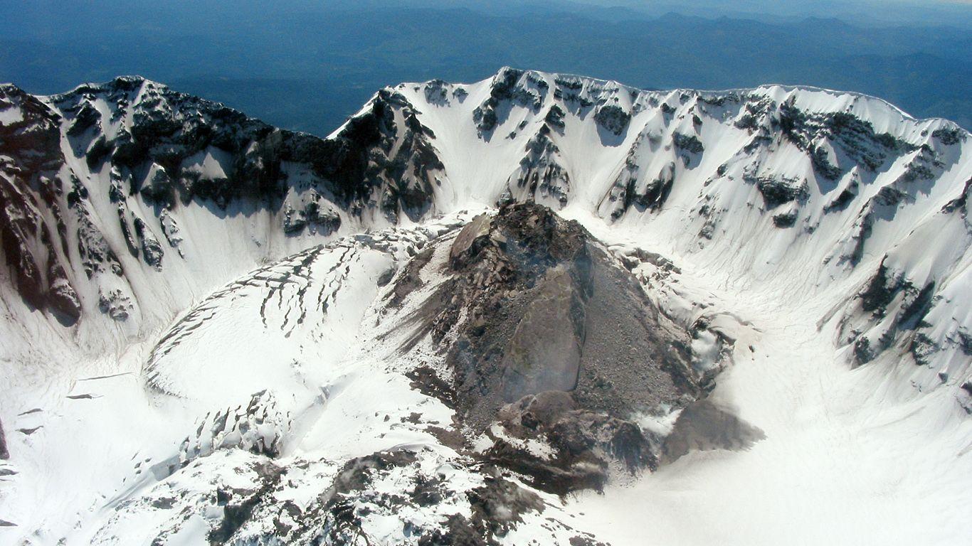 Кратер в снегу.Вулкан Сент-Хеленс