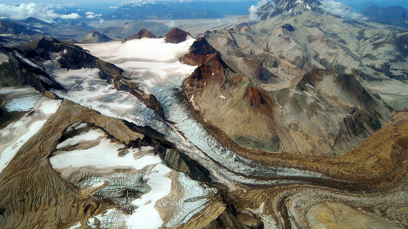 Вулкан Катмай весной