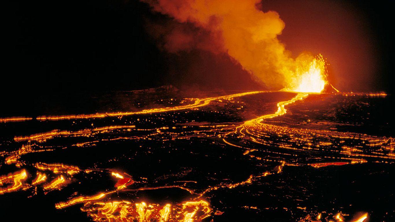 Вулкан Килауэа ночью