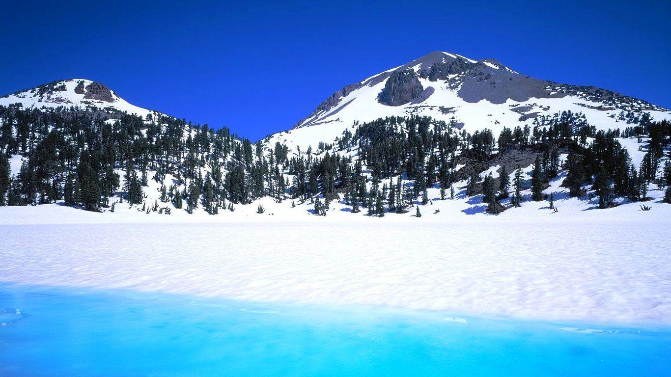 Вулкан Лассен-Пик в снегу
