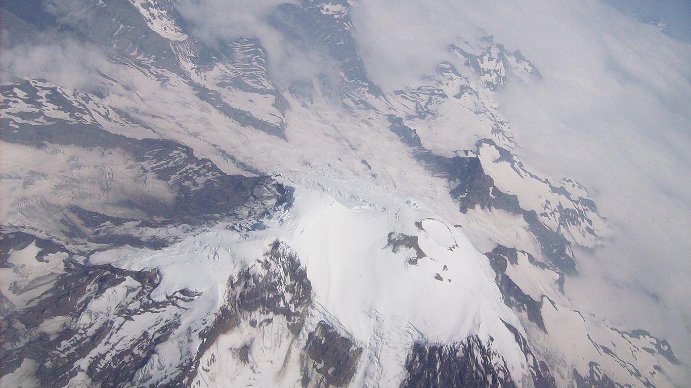 Вулкан Рейнир с высоты