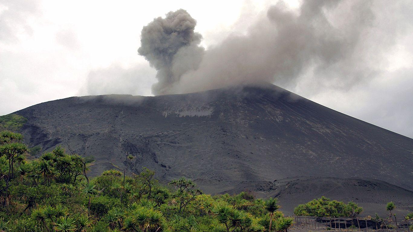 Вулкан Ясур
