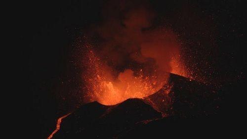 Бушующий вулкан Фогу