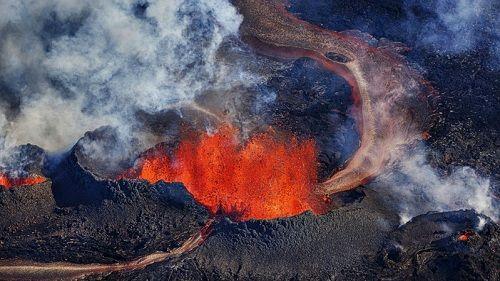 Кипящая лава в вулкане Бардарбунга