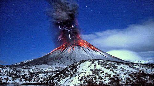 Молнии над вулканом Шивелуч