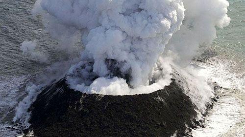 подростающий вулканический остров