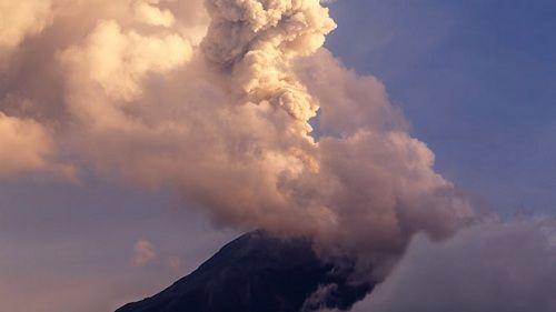 Пробудившийся вулкан на Курилах