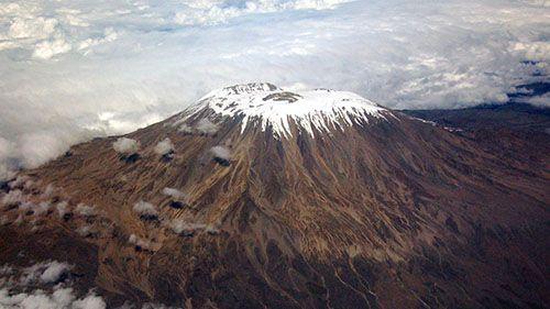 вулкан Килиманджаро с воздуха