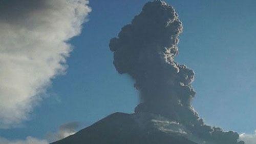 вулкан Тунгурауа извергается