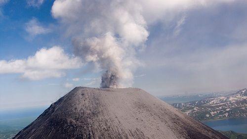 вулкан Жупановский выброс пепла
