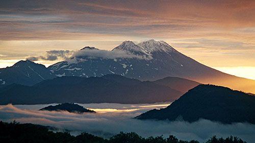 Жупановский вулкан на рассвете