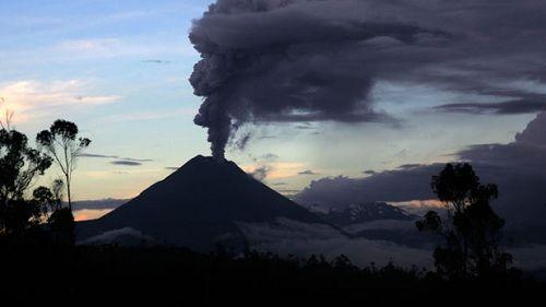 Извержение эквадорского вулкана Тунгурауа