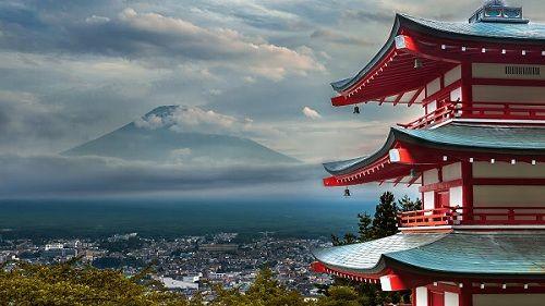 Вид на японский вулкан Фудзияма